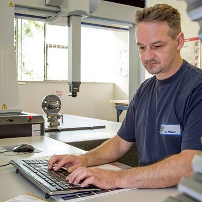 Maschinenbediener CNC